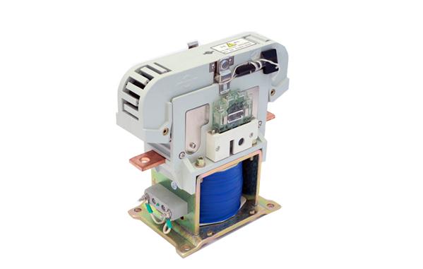 主发电机励磁接触器lc,空压机接触器yc,电力机车劈相机起动电阻接触器